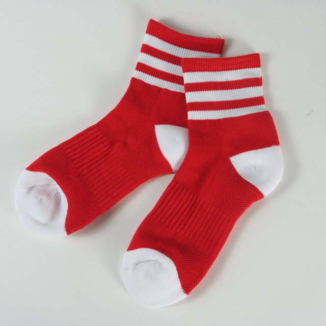 Cotton athletic ankle socks red with white stripes