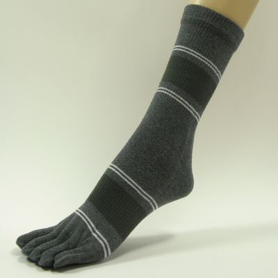 Charcoal dark gray quarter stripe toe socks with white gray