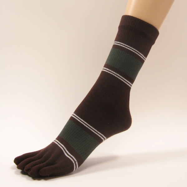 Brown quarter stripe toe socks with white olive green