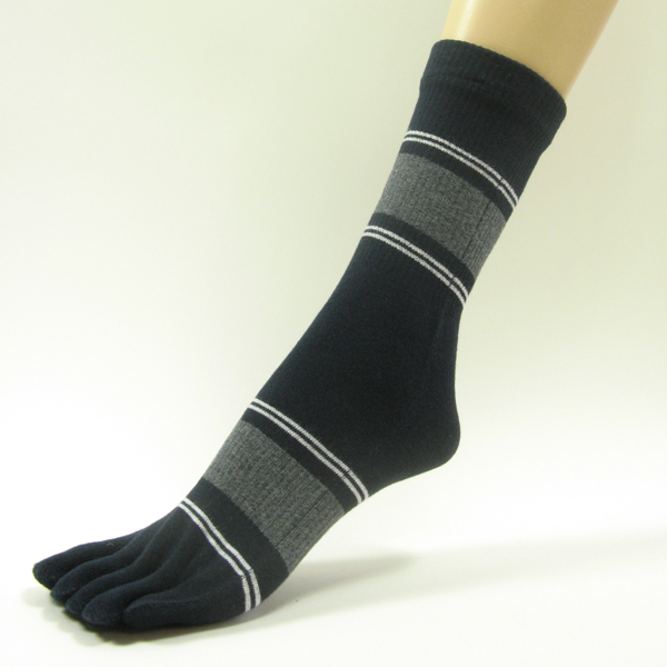 Navy quarter stripe toe socks with white gray