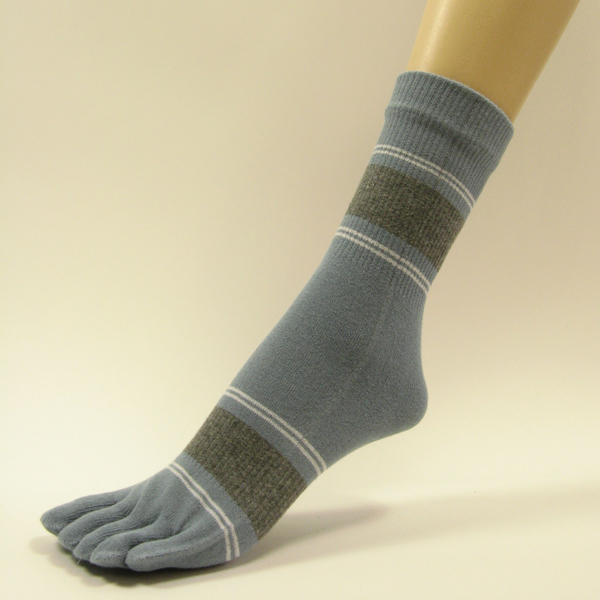 Steel blue quarter stripe toe socks with white gray