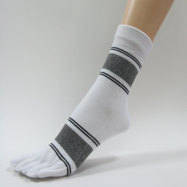 White quarter stripe toe socks with black gray