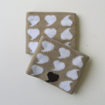 Kids Childs White Heart on Beige Girls Wrist Bands [2pairs]